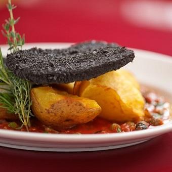 上質食材とおもてなしの想いを調理するイタリアの生ハムメーカー直営レストランの調理スタッフ