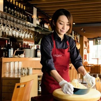 イタリア生ハムメーカー直営のレストランで本場を学ぶ!金髪OK、19時出勤22時退勤OKのホールバイト