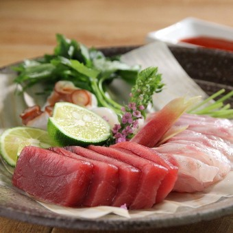 お肉だけではなく、なんと産地直送のお魚も捌きます。