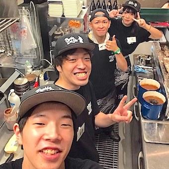 【独立支援】串うちも学べる人気やきとん店でキッチン!フリーター・学生さんが活躍中♪