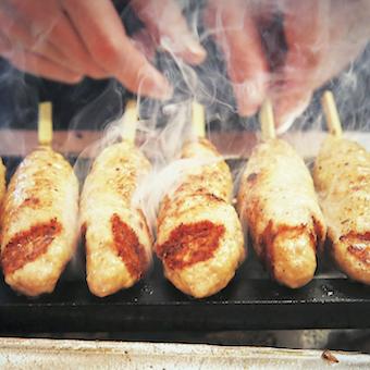 名物やきとんはもちろん、一品料理も美味しいと評判。料理の腕を磨きましょう!