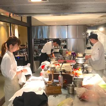 【キッチン】15年続くスタイリッシュなコリアンレストランで調理を学ぶ!