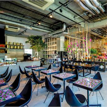 【カフェスタッフ】お花屋併設のカフェ♪花と北欧スタイルの家具に囲まれながら働こう☆