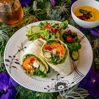 【未経験OK】世界的人気のフラワーショップ併設のカフェで北欧料理仕込み【2020年9月末まで勤務】
