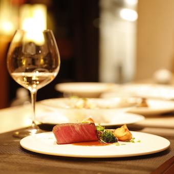 お料理に合うワインをセレクト!お客様に喜んでいただきましょう!