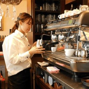 『デザインカプチーノ』を学ぶ!エスプレッソ協会認定のイタリアンカフェで未経験からバリスタのお仕事♪