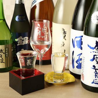 日本酒は全国から厳選仕入れ。常時80〜90種類扱うので詳しくなれますよ!