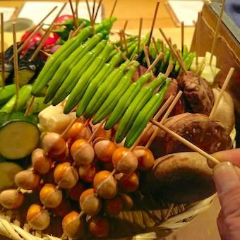 鶏肉以外のお野菜も丁寧に串打ちし、一本一本丁寧に焼き上げます。
