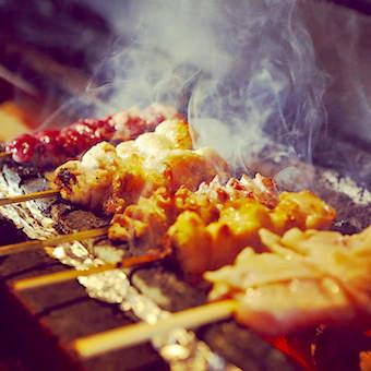 【ミシュランビブグルマン掲載】部位ごとに焼き上げる焼鳥のパイオニアで鶏肉の全てを学べるキッチン♪