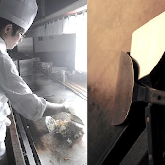 鉄板の上で鮮やかに作られるお好み焼きをお客様にご提供!