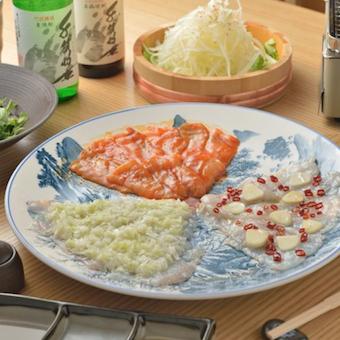 薄造りを盛り付けるお皿は大きく美しいものばかり。しっかりと手洗い!