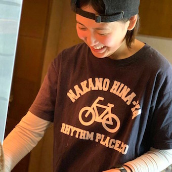制服のTシャツもカワイイ♪帽子をかぶっても良いのでお洒落して働けます!