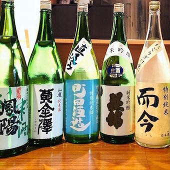 こだわりの日本酒を常時40種扱います。お酒にも詳しくなれます。