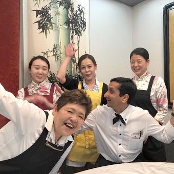 土日祝働ける方歓迎♪料理教室に参加!中国語も学べる!身につくことが多い四川料理の老舗で接客◎