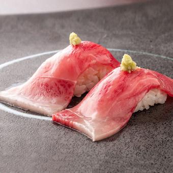 肉寿司も人気です。しっかりとした研修制度があるのでお肉にも詳しくなり、確実に腕を磨いていけます。