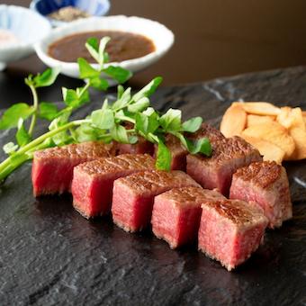 近江牛や仙台牛などの国産ブランド牛を鉄板焼きで提供します!