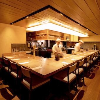 月8日休み◎東京都承認の働き方改革企業で手当充実◎コース料理とワインを提供する割烹料理で店長候補!