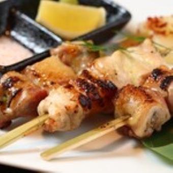 新鮮な国産鶏を1本1本丁寧に仕込んだ串焼