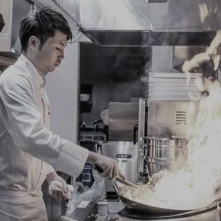 <六本木>完全予約制!超人気中華レストランのホールスタッフ!週休2日制!