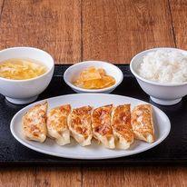 台湾屋台の雰囲気☆人気店の新レシピ!オリジナル手作り餃子の味を学ぶ♪