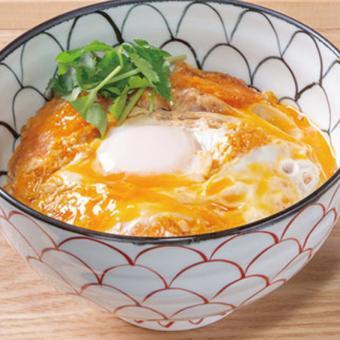 先輩のフォローがバッチリ!活気と勢いのある鶏料理のお店☆ホールのバイト☆