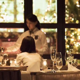 お客様の大切な一日を空間や料理で演出します。
