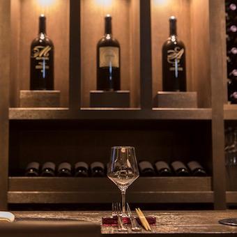 ワイナリー直営の高級レストランでワインを学べる接客スタッフ募集!