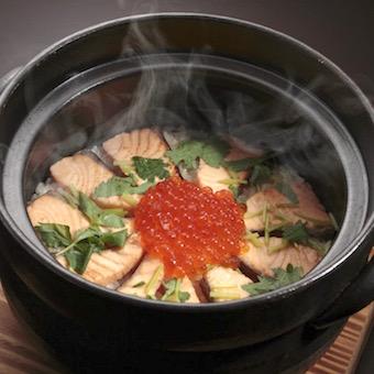 コシヒカリを土鍋から炊き上げる「土鍋御飯」は名物料理。