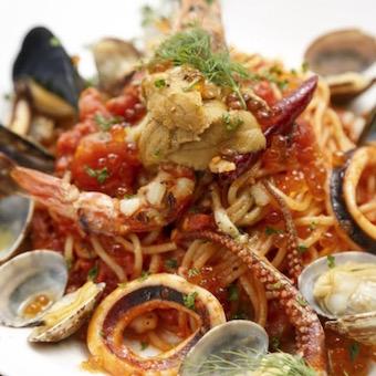 【調理・キッチン】その日仕入れた魚介をお客様好みの料理で提供するスパニッシュイタリアン(休日選択制)