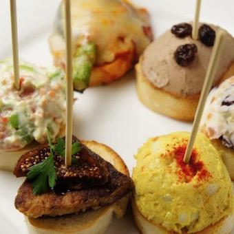 【副料理長候補】メディアにも紹介された25種類のピンチョスが人気のスペインバル(待遇充実)