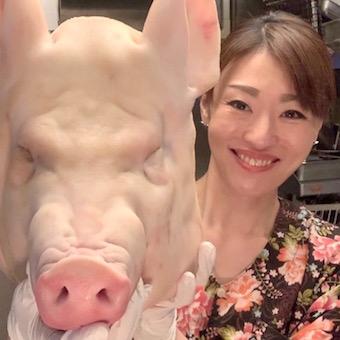 豚を一頭買いして店内で解体します!