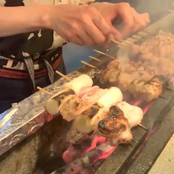 一頭買いした豚の解体から全て店内で作業した串焼きを提供します。